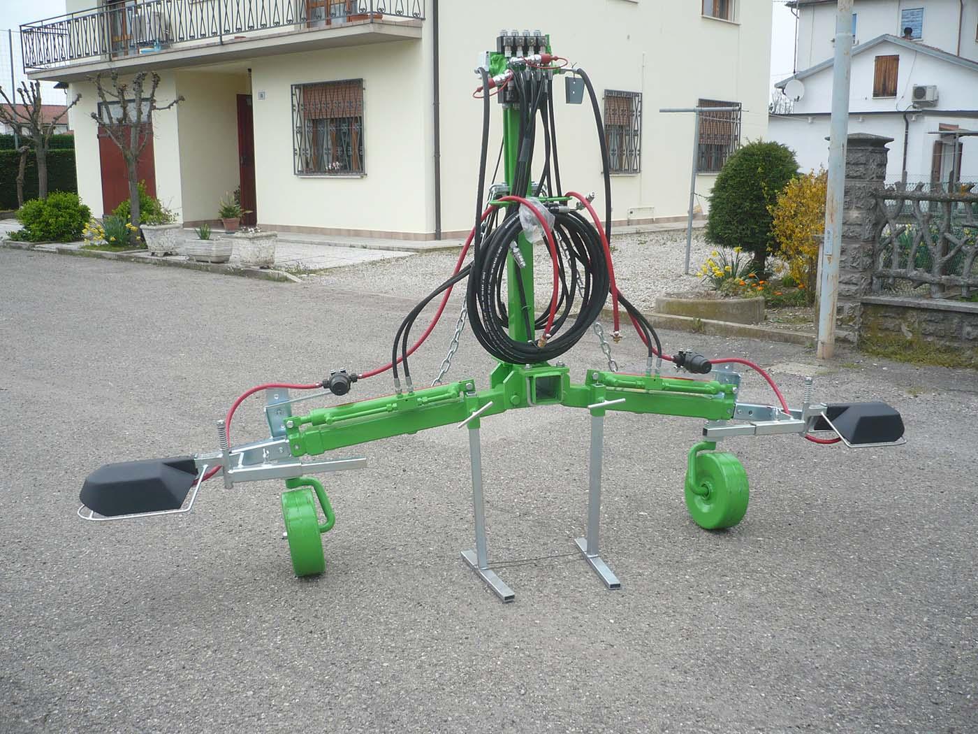 MULTIPLEX con barre per diserbo chimico e ruotini d'appoggio
